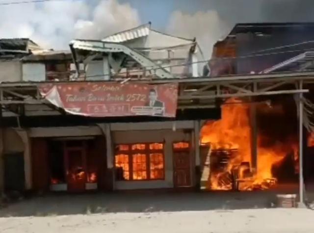 Rumah Anggota DPRD di Kalbar Ludes Terbakar (9861)
