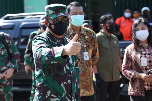 Panglima TNI Kembali Sambangi Solo Tengok Isolasi Pasien Corona, Disambut Gibran (957700)