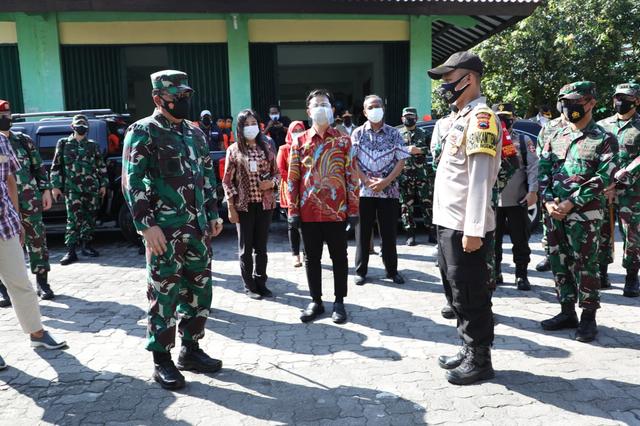 Panglima TNI Kembali Sambangi Solo Tengok Isolasi Pasien Corona, Disambut Gibran (957701)
