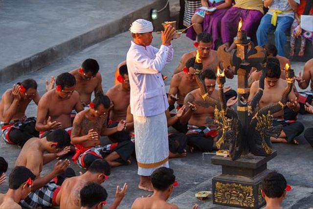 Tari Kecak Bali: Sejarah, Gerakan, dan Maknanya (735574)