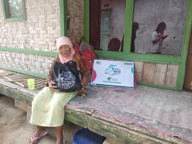 Puluhan Paket Sembako, Dompet Dhuafa & Sukabumi Update Sasar Pelosok Sukabumi (354061)