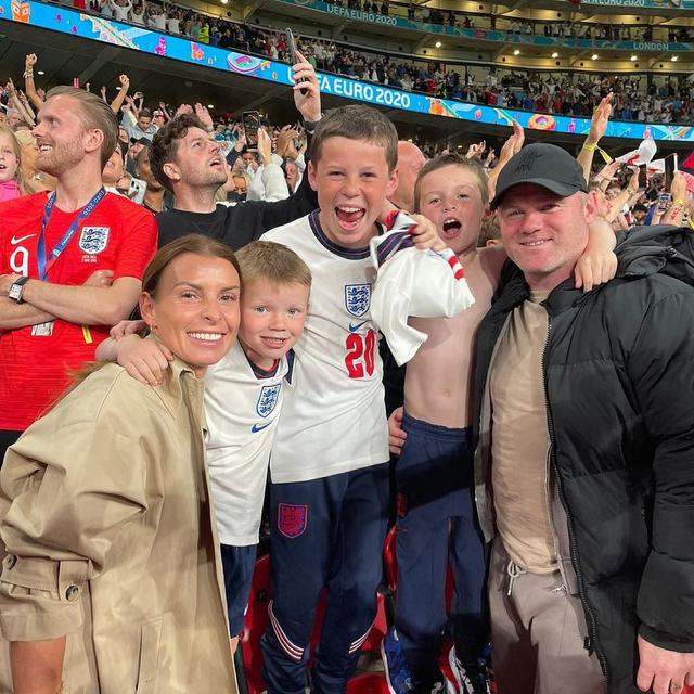 Wayne Rooney Murka Usai Fotonya dengan 3 Wanita Nyaris Bugil Viral (1018435)