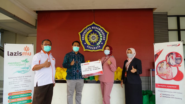 Universitas Muhammadiyah Surabaya Bagikan Oximeter Gratis pada Pasien Isoman (776448)