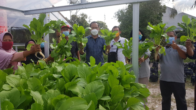 Bambang Purwanto Salurkan Bantuan ke Kelompok Tani dan Ikan di Kalteng (775945)