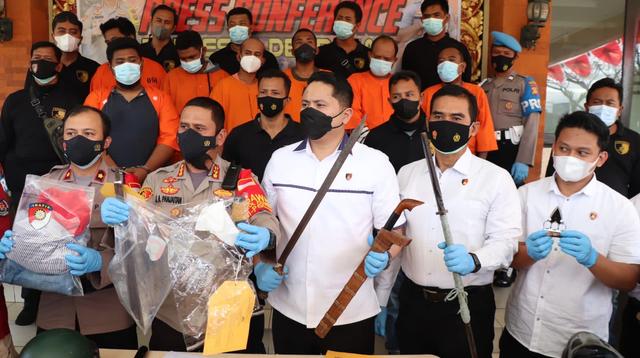 Polisi Bekuk 7 Debt Collector di Bali: Keroyok Pria Pakai Pedang hingga Tewas (33923)