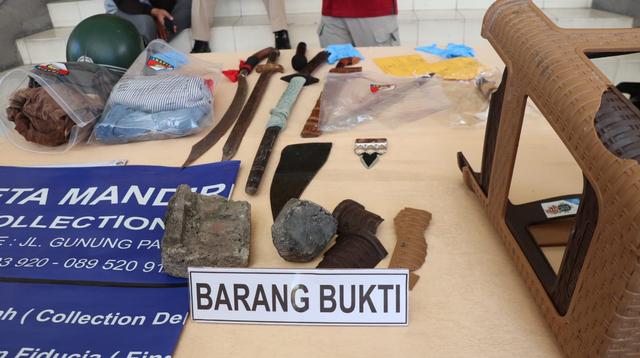 Polisi Bekuk 7 Debt Collector di Bali: Keroyok Pria Pakai Pedang hingga Tewas (33925)