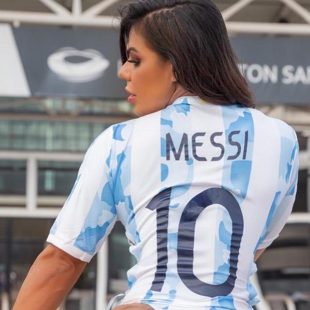 Rayakan Messi Juara Copa America, Model Seksi Ini Buat Tato di Bokong (808208)