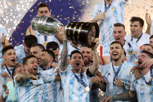 Rayakan Messi Juara Copa America, Model Seksi Ini Buat Tato di Bokong (808207)