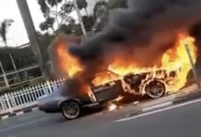 Ford Mustang GT500 'Eleanor' Terbakar, Netizen Ikut Berduka (387727)