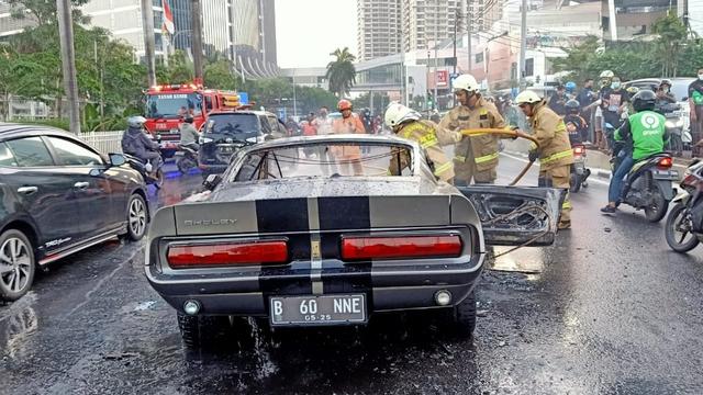 Ford Mustang 1966 Terbakar Dekat Mal Pondok Indah, Kerugian Capai Rp 2 Miliar (9406)