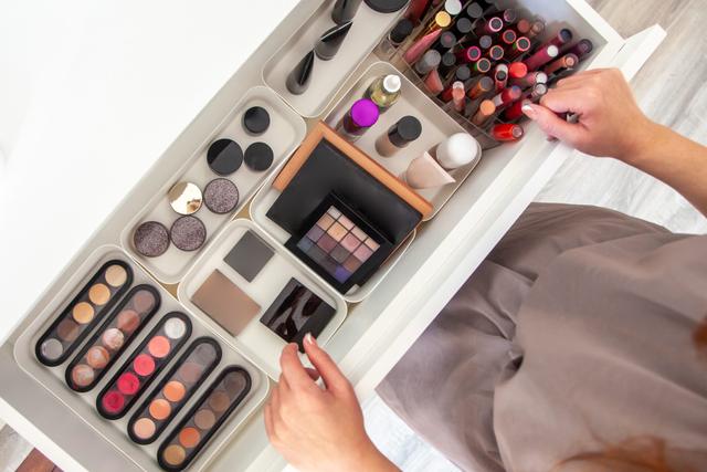Penjualan Lipstik Turun karena Pemakaian Masker saat Pandemi, Skin Care Naik (36101)