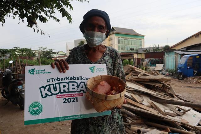 OJK Regional Makassar Bersinergi Bersama Dompet Dhuafa Sulsel Salurkan Kurban (1098062)