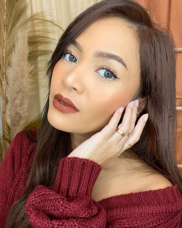 Bikin Wajah Lebih Segar, Ini 6 Warna Lipstik Terbaik untuk Kulit Sawo Matang (52604)