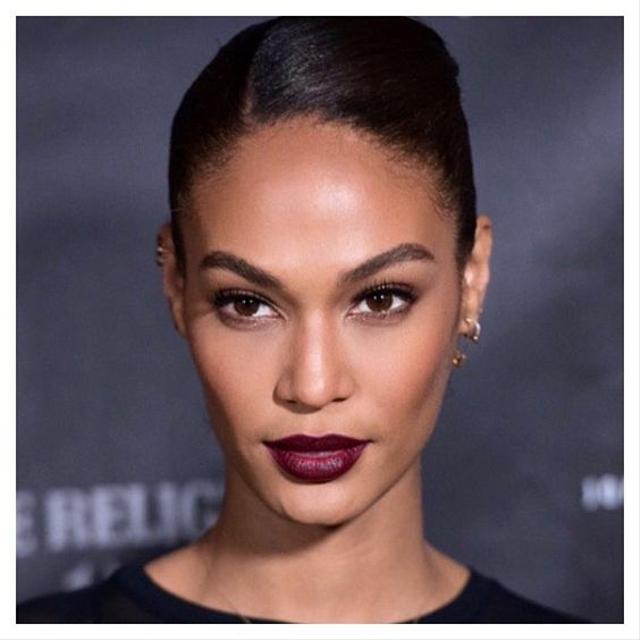 Bikin Wajah Lebih Segar, Ini 6 Warna Lipstik Terbaik untuk Kulit Sawo Matang (52607)