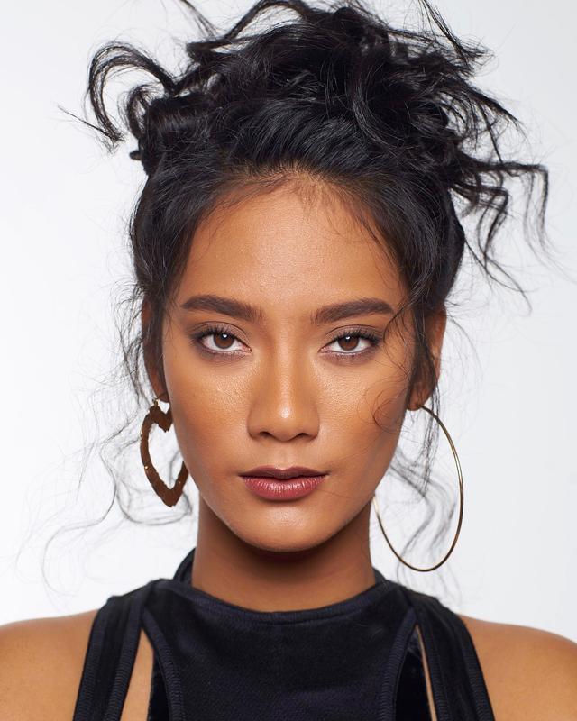 Bikin Wajah Lebih Segar, Ini 6 Warna Lipstik Terbaik untuk Kulit Sawo Matang (52608)