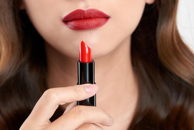 Penjualan Lipstik Turun karena Pemakaian Masker saat Pandemi, Skin Care Naik (36100)