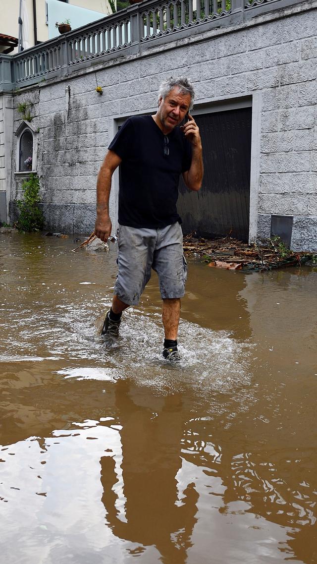 Foto: Dampak Banjir dan Tanah Longsor di Sekitar Danau Como, Italia (147334)