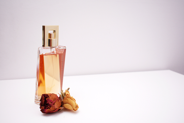 7 Rekomendasi Parfum Wanita Terbaik, Wanginya Tahan Lama! (506819)