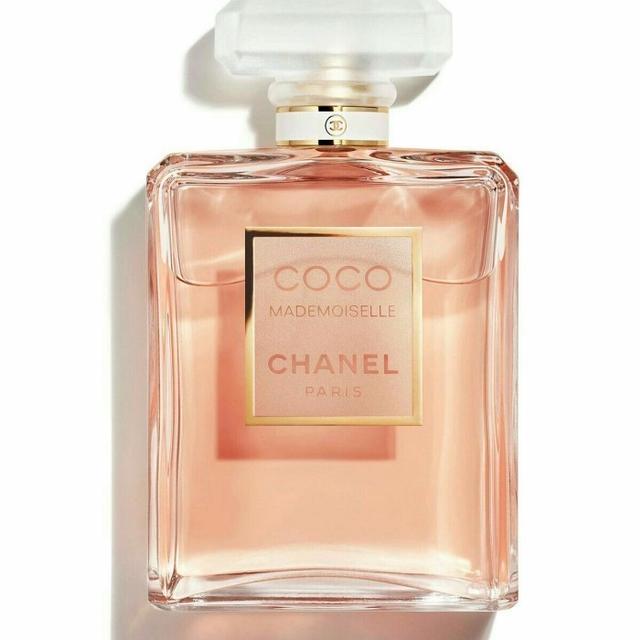 7 Rekomendasi Parfum Wanita Terbaik, Wanginya Tahan Lama! (506821)