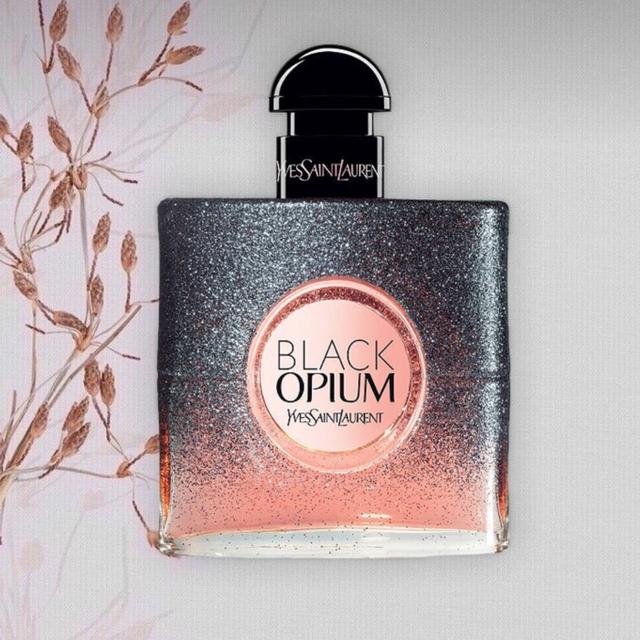 7 Rekomendasi Parfum Wanita Terbaik, Wanginya Tahan Lama! (506825)