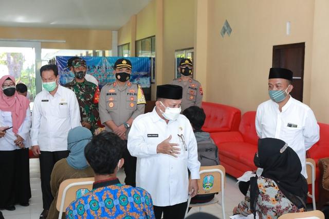 Forkopimda Situbondo Tinjau Vaksinasi Pelajar di SMA Negeri 1 Kapongan (250413)