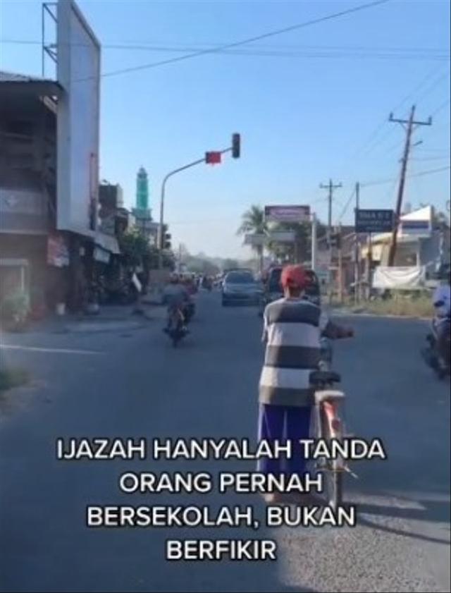 Viral Kakek Bersepeda Taat Lampu Merah, Para Pemotor Malah Main Terobos (96946)