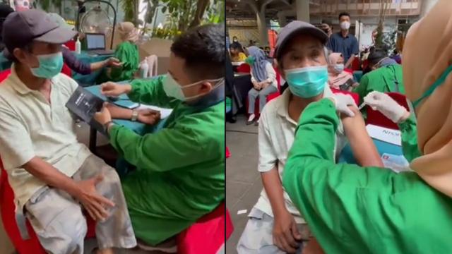Seorang Kakek di Makassar Tempuh 15 KM dengan Sepeda demi Bisa Vaksinasi (62531)