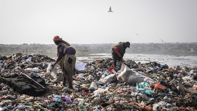 Foto: Bahaya Lingkungan dari Aktivitas di Pemulung Sampah di Senegal (166822)