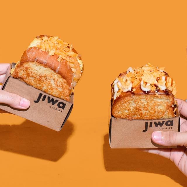 Menikmati Roti Panggang Topping Keripik Kentang, Gurih nan Renyah! (50508)