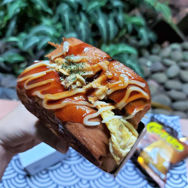 Menikmati Roti Panggang Topping Keripik Kentang, Gurih nan Renyah! (50511)