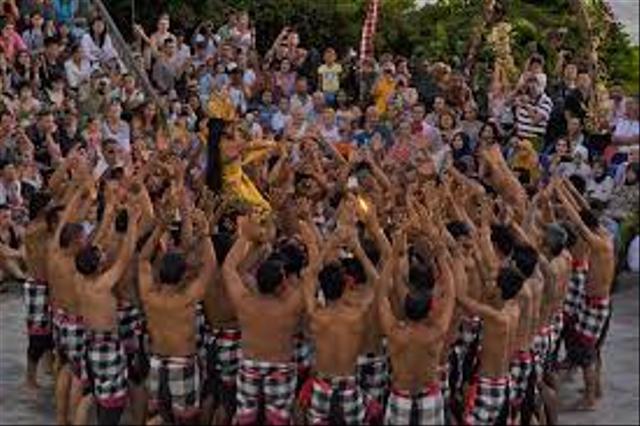 Gerakan Tari Kecak dan Cerita di Baliknya (270300)