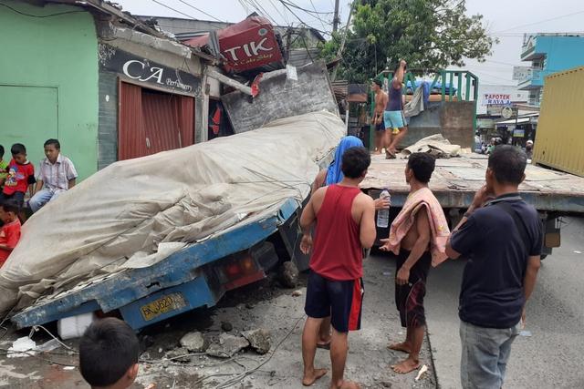 Truk Tabrak 4 Rumah di Medan Akibat Rem Blong, Tidak Ada Korban Jiwa (163965)