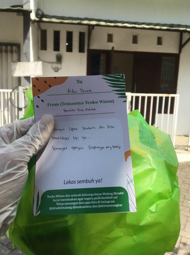 Teuku Wisnu Bikin Aksi Sosial, Bagi-bagi Dessert Box untuk Warga yang Isoman (10236)