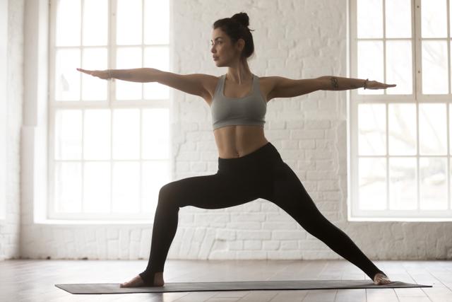 3 Pose Yoga yang Bisa Membantu Menurunkan Berat Badan (82817)