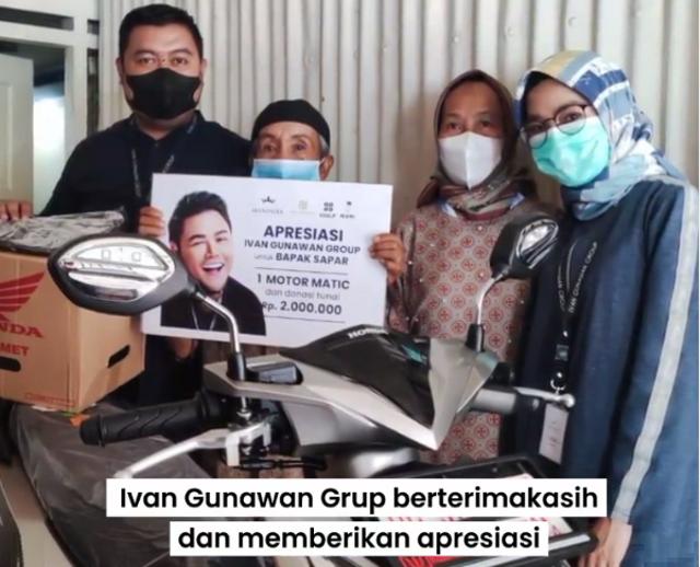 Apresiasi Kakek yang Tempuh 15 Km demi Vaksin, Ivan Gunawan Beri Motor (1033969)