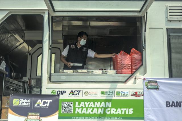 Ketika Jurnalis dan Relawan ACT Terlibat Aksi Kemanusiaan (Berita Foto) (55989)