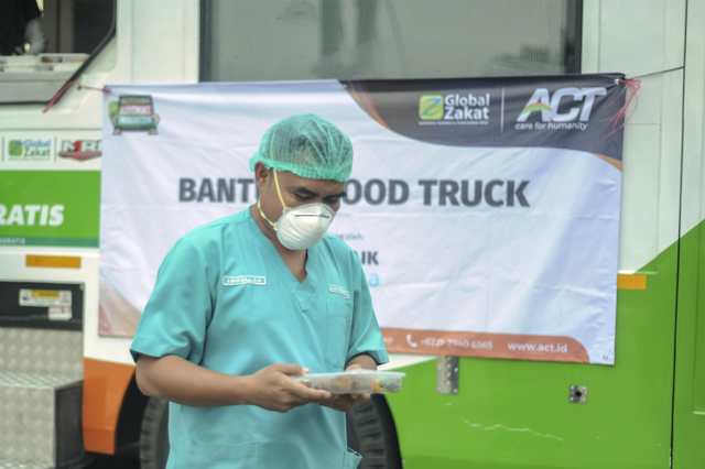 Ketika Jurnalis dan Relawan ACT Terlibat Aksi Kemanusiaan (Berita Foto) (55991)
