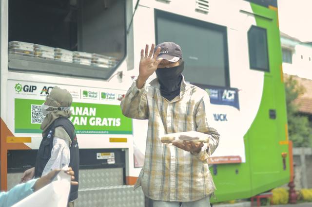 Ketika Jurnalis dan Relawan ACT Terlibat Aksi Kemanusiaan (Berita Foto) (55993)