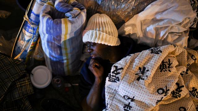 Foto: Nestapa Tunawisma di Brasil saat Berjuang Tidur di Tengah Musim Dingin (333006)