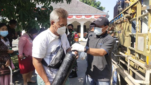 Foto Pengisian Oksigen Gratis di Rumah DinasWali Kota Solo, Gibran Rakabuming (173697)