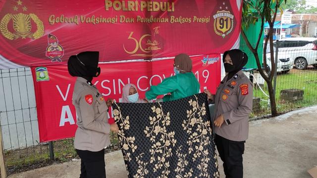 Polsek Krueng Barona Jaya Aceh Besar Gelar Vaksinasi Massal (61242)