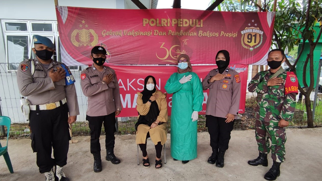 Polsek Krueng Barona Jaya Aceh Besar Gelar Vaksinasi Massal (61243)