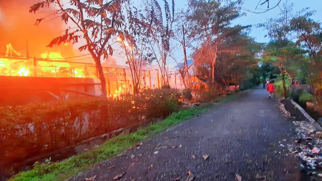 Polisi Selidiki Kebakaran 10 Rumah Dinas ASN di Kabupaten Yalimo Papua (214574)