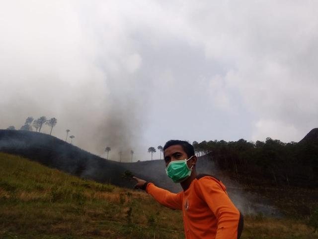 Satgas Karhutla Padamkan Api yang Bakar 14 Hektar Lahan di Dairi, Sumut (240605)