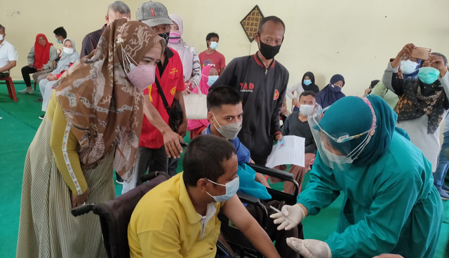 Difabel di Kabupaten Tegal Disuntik Vaksin Corona (78070)