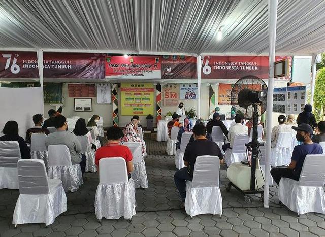 Potret Vaksinasi Gratis untuk 1.000 Warga Jakarta yang Digelar Ivan Gunawan (903008)