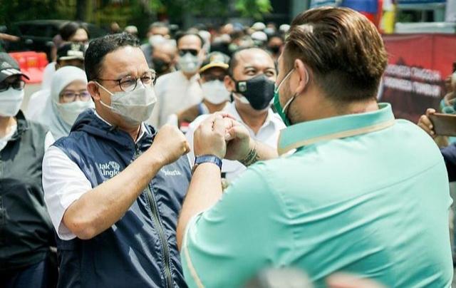 Potret Vaksinasi Gratis untuk 1.000 Warga Jakarta yang Digelar Ivan Gunawan (903010)