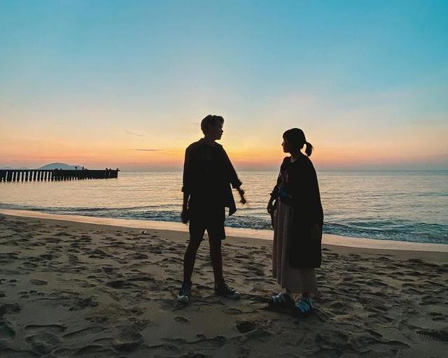 Menjauh dari Isu Zara-Okin, Kyla Liburan ke Pantai Pasir Panjang Singkawang  (192019)