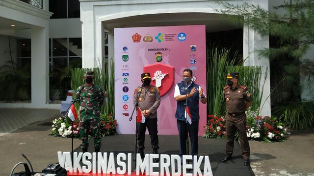 Anies: Alasan Tak Bisa Ikut Vaksinasi Corona di Jakarta Sulit Diterima (83744)