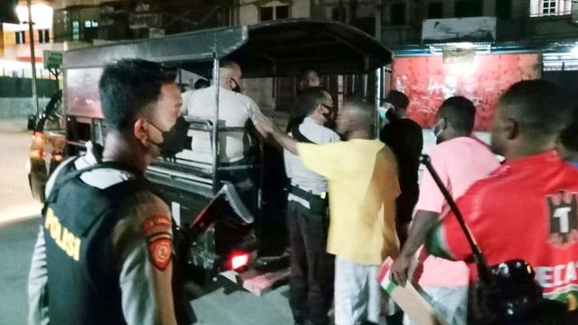 Polisi Tangkap 5 Orang Terduga Perusakan Taksi di Waena Jayapura    (346916)